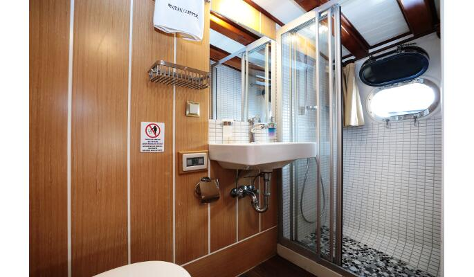 Flybridge and on deck sofa lounge space