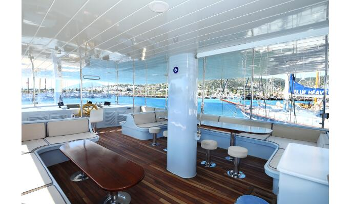 Nicely designed double cabins with en suite shower/WC