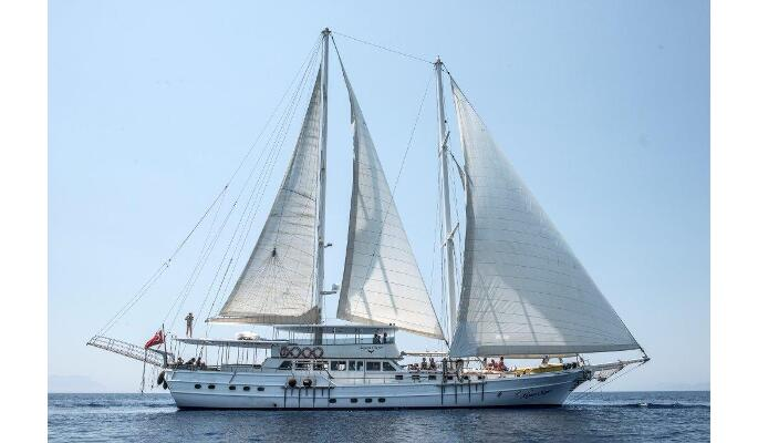 Aegean Clipper cruising