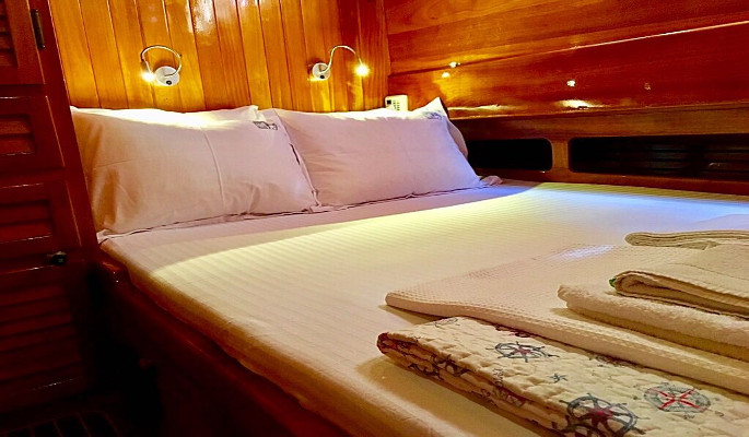 All 6 cabins have double beds
