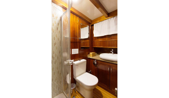 3 cosy twin cabins with en suite
