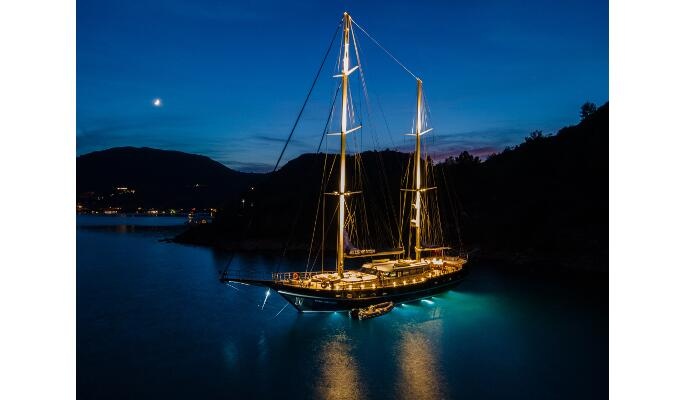 29m luxury private gulet Blue Heaven with 5 cabins for 9 guests