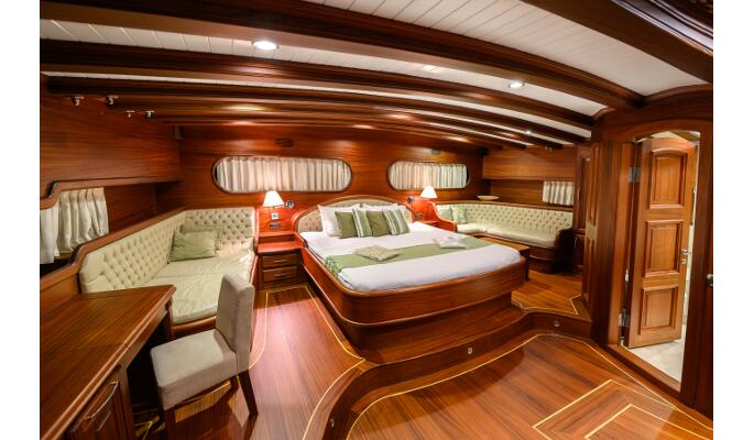 2 elegant double cabins with en suite, TV and mini bar