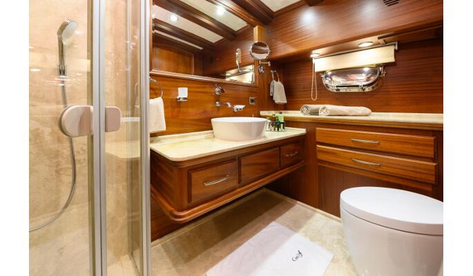 Large marble tiled and mahogany bathrooms with tub
