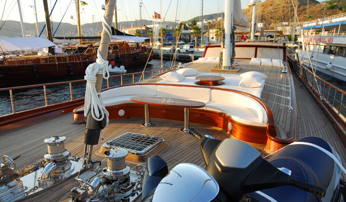 Spacious foredeck with sofa seating and jetski