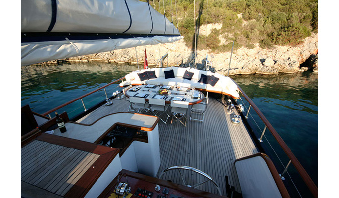 Dine in true style on board the chic gulet yacht Didi