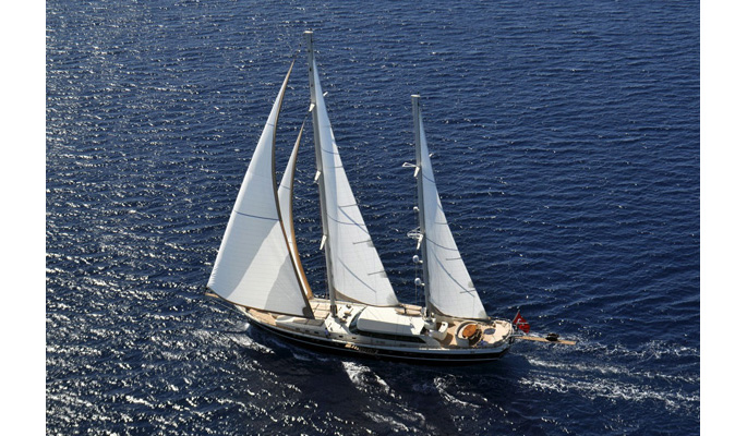 Dolce Mare under sail