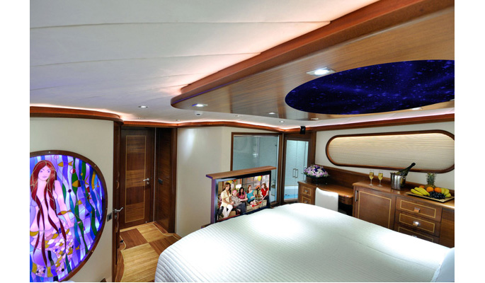 Aft master with retractable TV screen at the foot of the bed