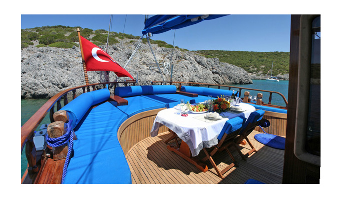 Aft deck dining and lounge area