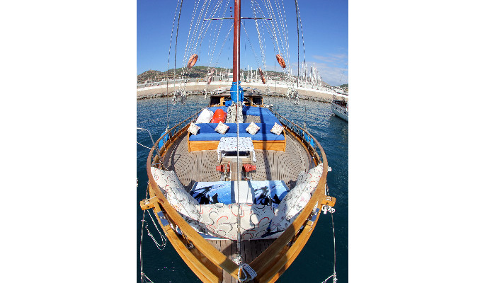 Spacious teak foredeck of Gulet Gusto