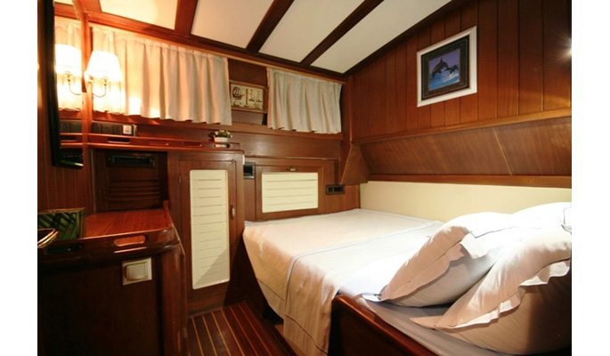 6 double cabins accommodating 12 guests