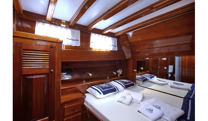 Traditionally designed and spacious double cabin with en suite bathroom
