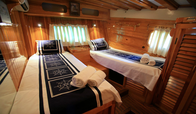 Spacious high ceilinged twin cabin with en suite