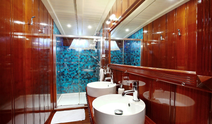 2 ensuite cabins have both a double and a single bed