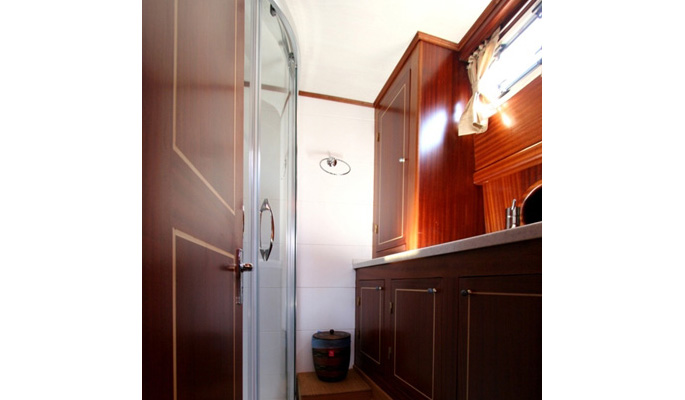 2 double cabins each with en suite shower/ WC