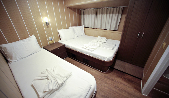 Cabins with a clean and modern design- double plus twin cabin