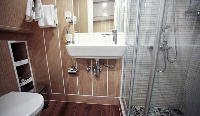 En suite bathrooms with cubicle showers, sink and W/C