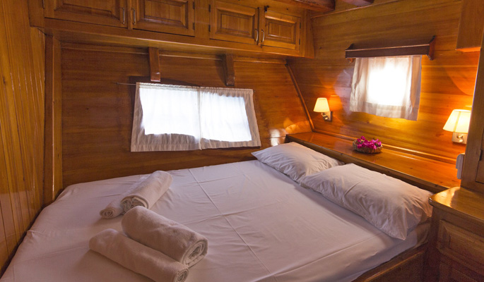 3 large double cabins with en suite