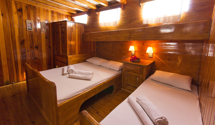 4 cabins with en suite with both doubles and single beds