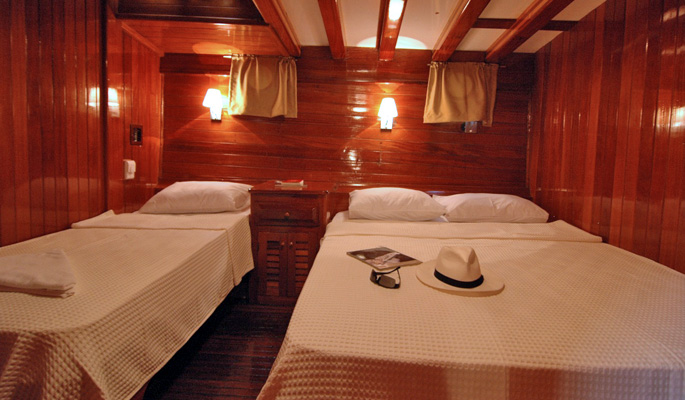 Spacious cabin with double and single beds