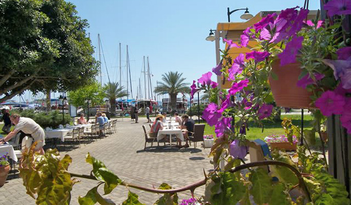 Cafes, bougainvillea, yachts and people watching in Gocek